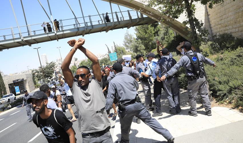 הפגנת יוצאי אתיופיה בקרית הממשלה (צילום: אוליבייה פיטוסי)