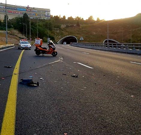 זירת תאונת הפגע וברח במנהרת הראל, כביש 1 (צילום: דוברות איחוד הצלה)