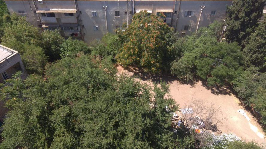 השטח שבו ייבנה קומפלקס גני הילדים במושבה היוונית (צילום: פרטי)