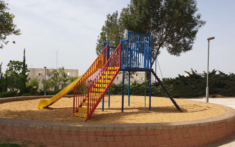 גן המשחקים ברחוב ראובן ארזי בפסגת זאב (צילום: פרטי)