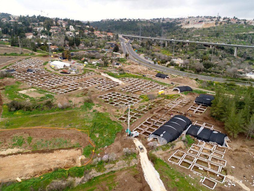 היישוב הפרהיסטורי, סמוך לכביש 1 (צילום: איל מרקו, רשות העתיקות)