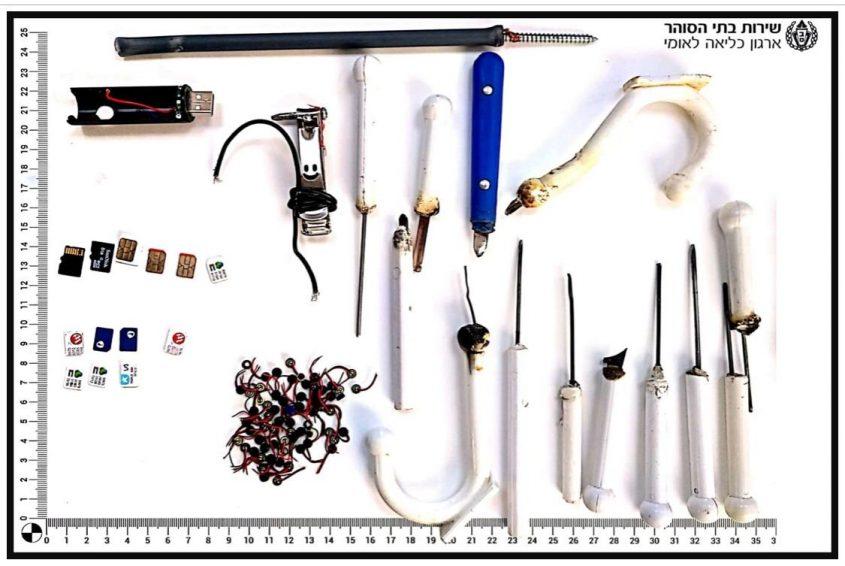 """פריצה לתאי המחבלים בכלא עופר (צילום: דוברות השב""""ס)"""