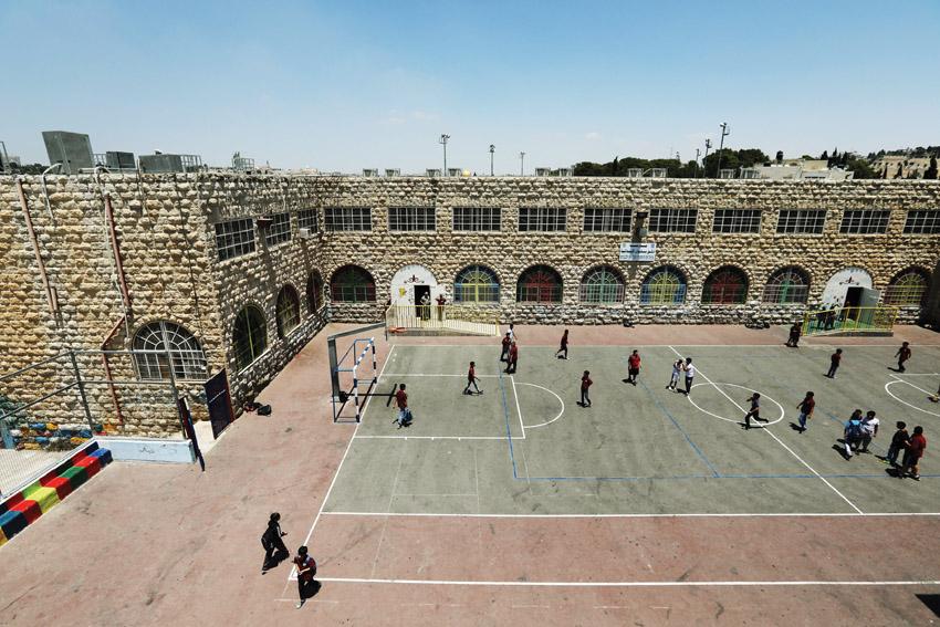 חצר בית ספר בסילוואן (צילום: AMMAR AWAD-רויטרס)