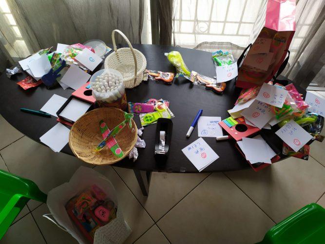 מתנות לילדים המאושפזים בשערי צדק (צילום: מיכל פישמן-רואה)