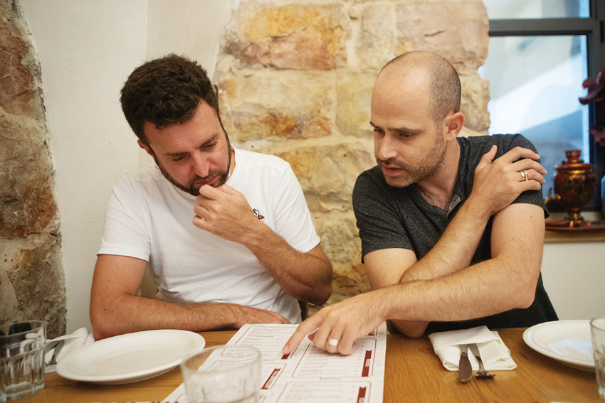"""עמית אהרנסון ויהונתן כהן, """"פיקולינו"""" (צילום: יובל כהן אהרונוב)"""