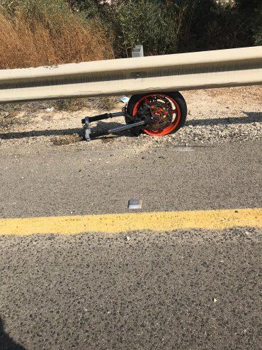 """רוכב אופנוע נהרג בכביש נס הרים, שבת בבוקר (צילום: תיעוד מבצעי מד""""א)"""