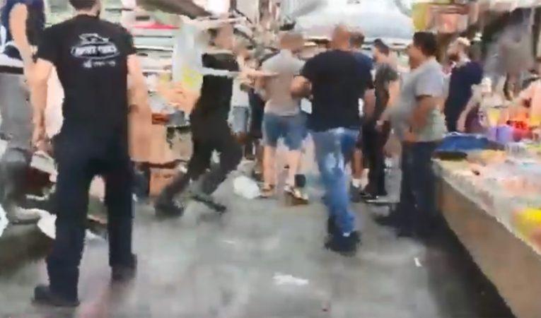 מתוך סרטון הקטטה בשוק מחנה יהודה (צילום: רץ ברשת - חדשות כל העולם)