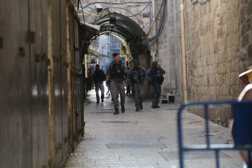 זירת הפיגוע - בעיר העתיקה (צילום: דוברות המשטרה)