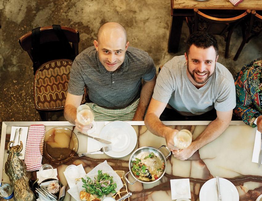 """יהונתן כהן ועמית אהרנסון, """"מחניודה"""" (צילום: אסף קרלה)"""