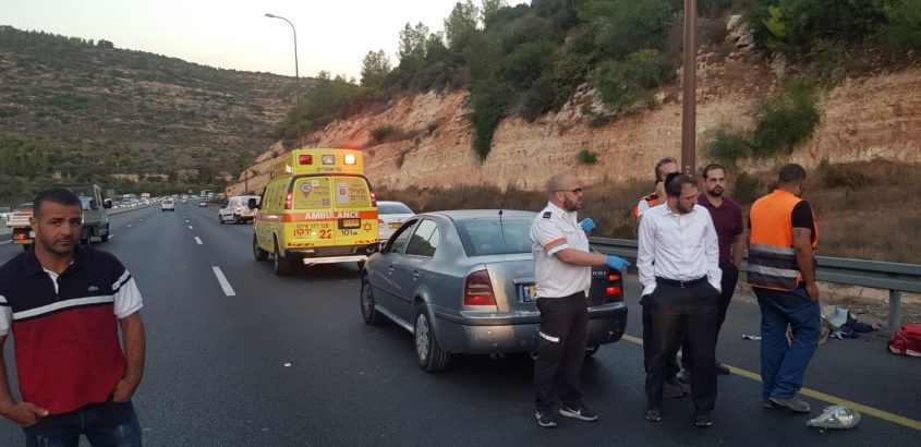 """זירת התאונה בכביש 1 - רוכב אופנוע נהרג (צילום: תיעוד מבצעי מד""""א)"""