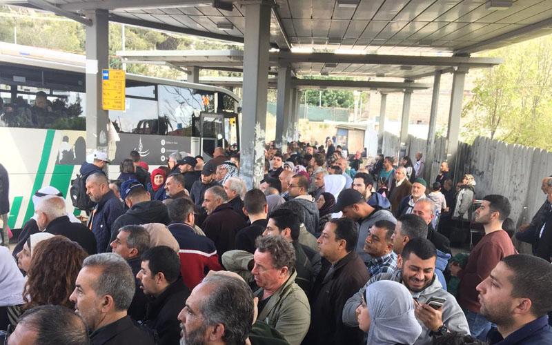 מסוף אוטובוסים במזרח ירושלים (צילום: מוהנד אבו אחמד)