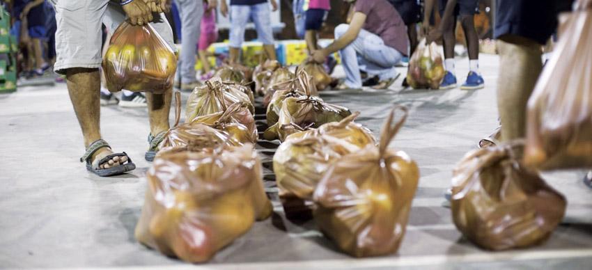 """סלי מזון של עמותת סח""""י (צילום: ענבר רוטשילד)"""