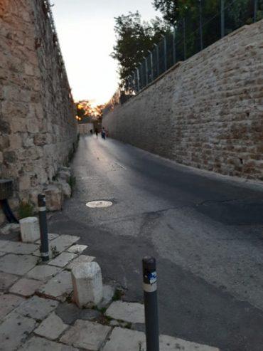 כביש גישה לרובע היהודי (צילום: שלומי הלר)