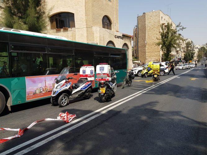 """זירת התאונה ברחוב קינג ג'ורג' (צילום: נתן קניג - דוברות זק""""א)"""