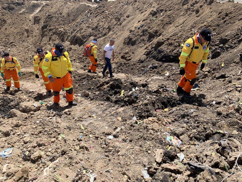 """עבודת מתנדבי זק""""א בזירת התרסקות המטוס באתיופיה (צילום: דוברות זק""""א)"""