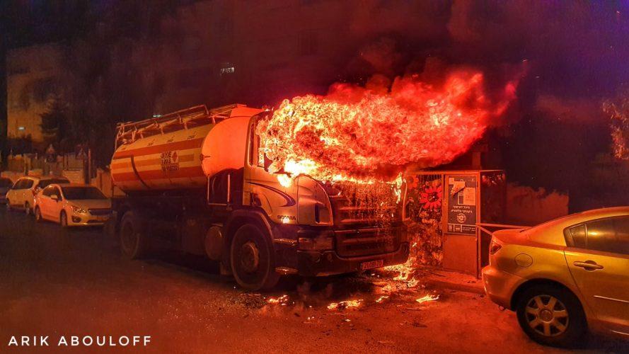 שכונת פת: הוצתה משאית עם מכלית דלק