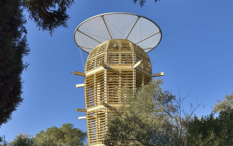 מיצג האמנות 'מגדל אסתר' בבית הנסן (צילום: איוון נמק)