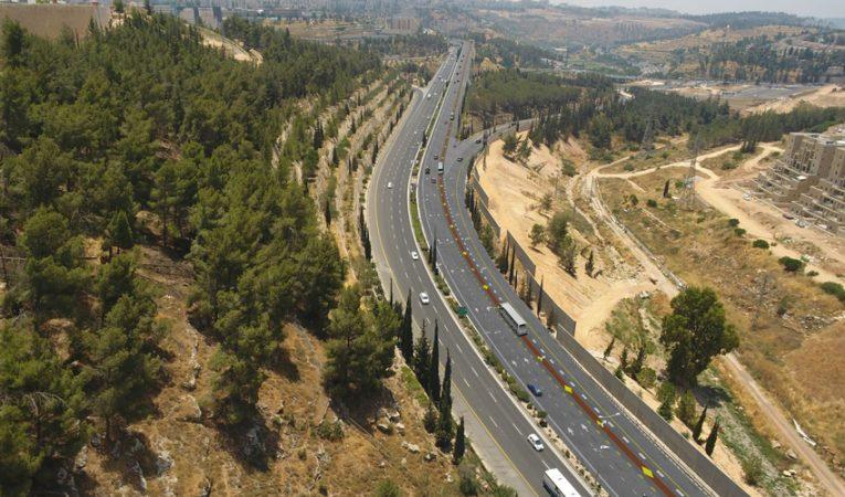 נתיב התחבורה הציבורית בכביש בגין (הדמיה: תכנית אב לתחבורה)