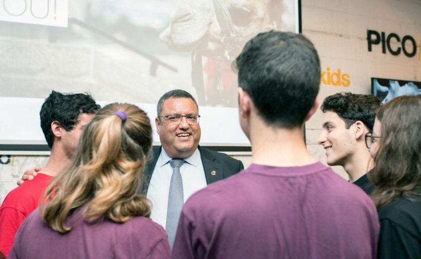 ראש העיר משה ליאון עם ילדי נבחרת FRC (צילום: ריקי רחמן)
