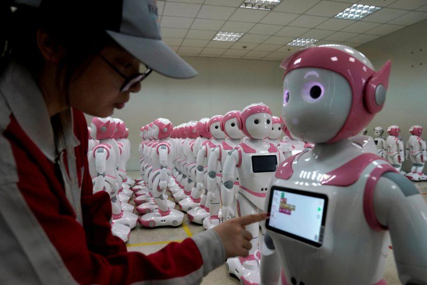 רובוט חברתי (צילום: רויטרס, Aly Song)