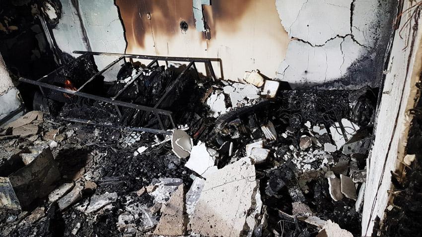 הדירה שנשרפה במדרחוב בן יהודה (צילום: כבאות והצלה ירושלים)