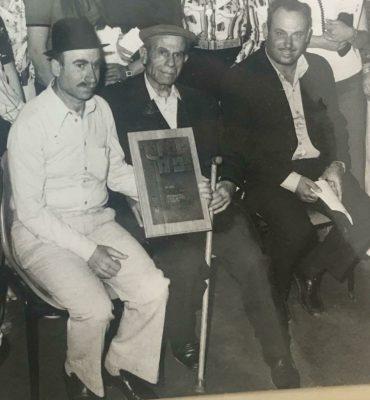 יצחק עבוד לוי (במרכז) עם שני בניו (צילום: באדיבות המשפחה)