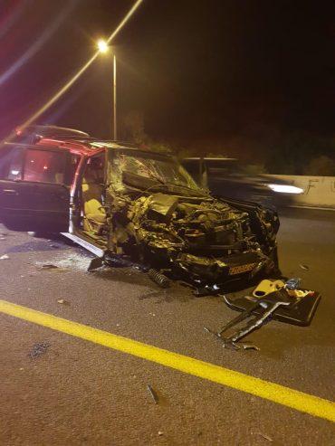 זירת התאונה בכביש 1, הלילה (צילום: כבאות והצלה בית שמש)