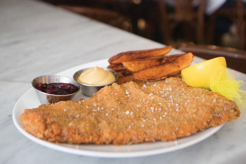אוכלים טלביה (צילום: יובל כהן אהרונוב)