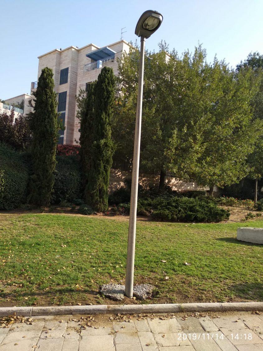 עמוד התאוה בטיילת רות ברעם בארנונה (צילום: אבי חדד)