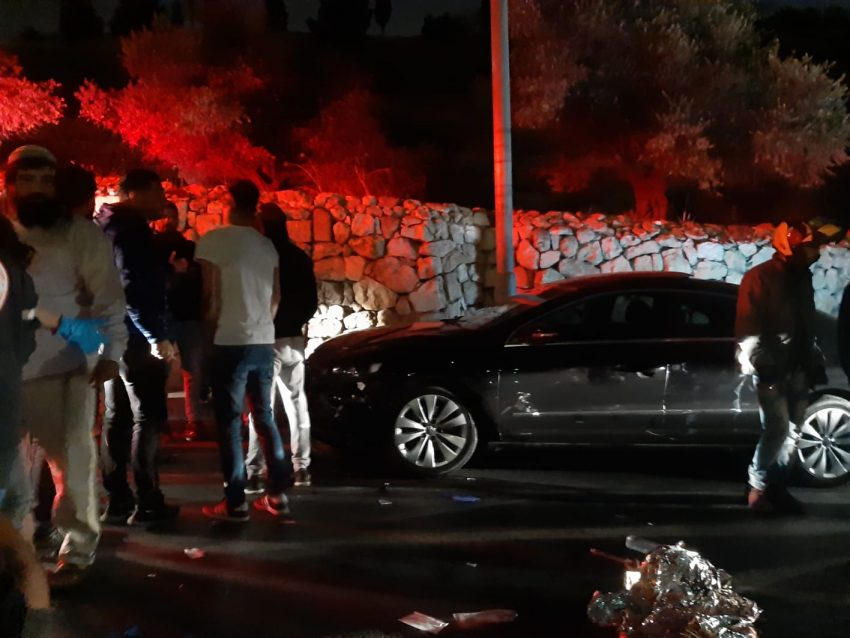 זירת התאונה בגיא בן הינום (צילום: יוסף גבאי)