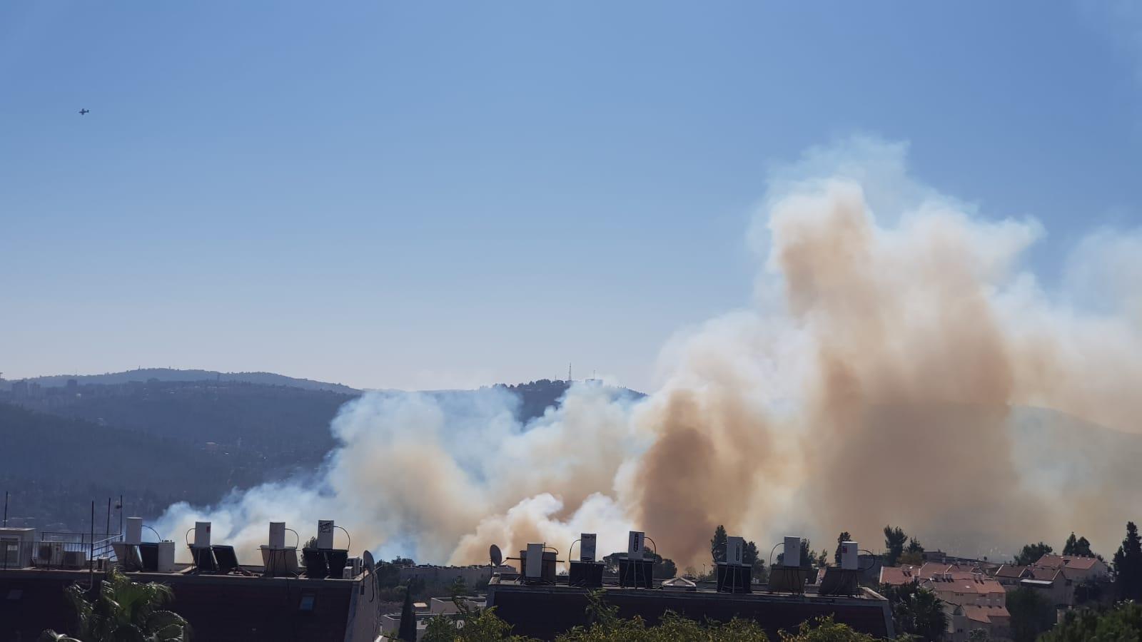 השריפה סמוךלמבשרת ציון (צילום: דוברות כבאות והצלה ירושלים)
