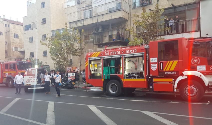 זירת השריפה הבוקר בשמואל הנביא (צילום: כבאות והצלה ירושלים)