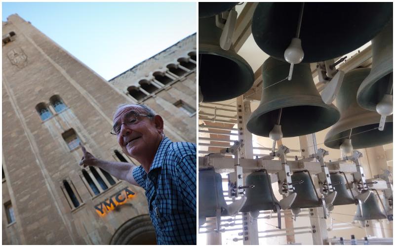 """הפעמונייה במגדל ימק""""א, הנגן גבי שפלר מצביע לכיוון חדר הפעמונים (צילומים: באדיבות מנהל התרבות ימק""""א)"""