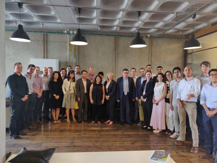 קבוצה של נספחים כלליים ונספחי חדשנות מרחבי העולם ביום סיור באקוסיסטם הירושלמי (צילום: אדוניס שחדה)