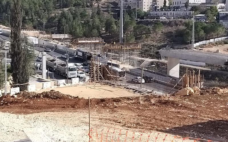 השטח שעליו צפוי להיסלל הכביש החדש (צילום: שלומי הלר)