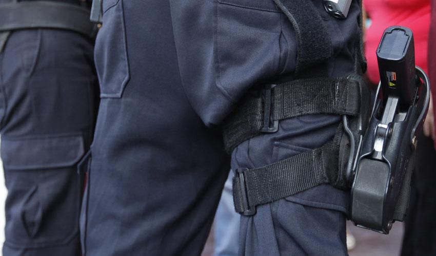 שוק חשמלי משטרתי (צילום: מוטי מילרוד)
