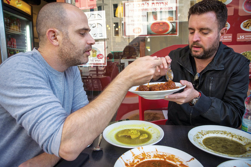 """יהונתן כהן ועמית אהרנסון, """"קוביה"""" (צילום: אורן בן-חקון)"""