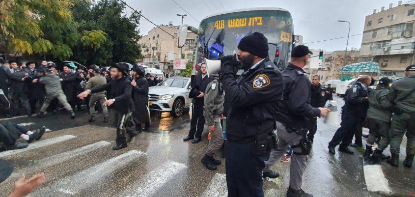 צומת בר אילן - מחאת חרדים קיצוניים (צילום: דוברות המשטרה)