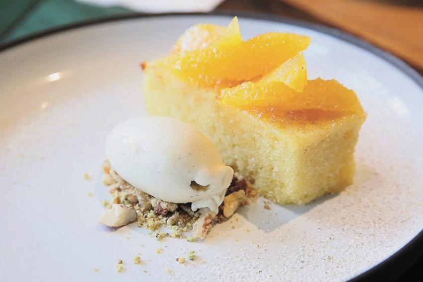 מסעדת 02 עוגת סולת (צילום: ארנון בוסאני)