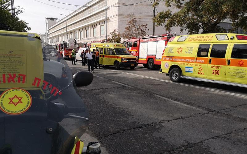 זירת השריפה ברחוב פייר קניג בתלפיות (צילום: תיעוד מבצעי מד''א)