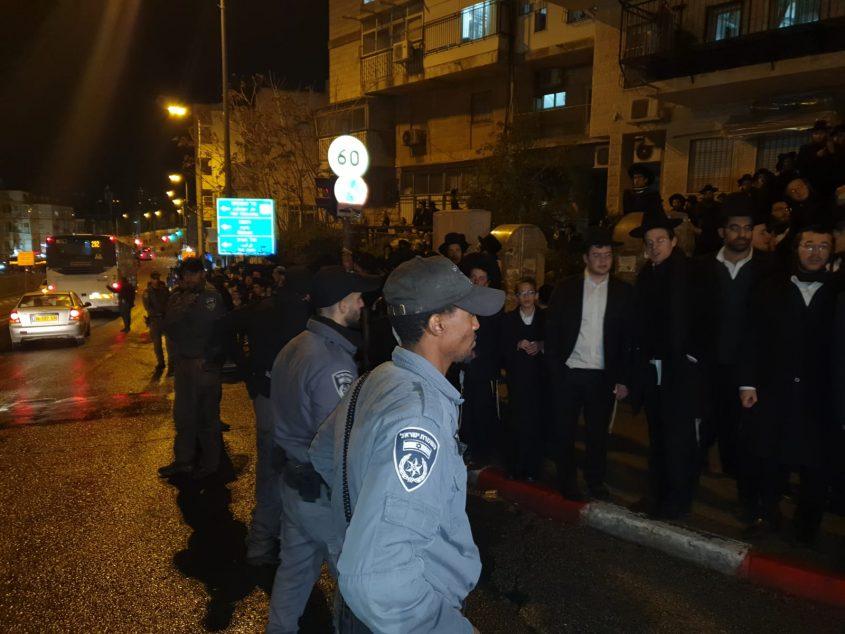 התפרעויות החרדים הקיצונים בצומת בר אילן (צילום: דוברות המשטרה)