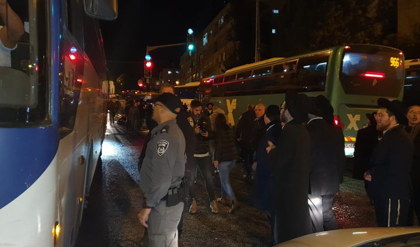 התפרעויות חרדים בצומת בר אילן (צילום: דוברות המשטרה)
