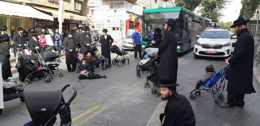 מחאת העדה החרדית ברחוב שטראוס (צילום: מחאת החרדים הקיצונים)