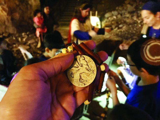 פעילות חנוכה במערת צדקיהו (צילום: גורה ברגר)