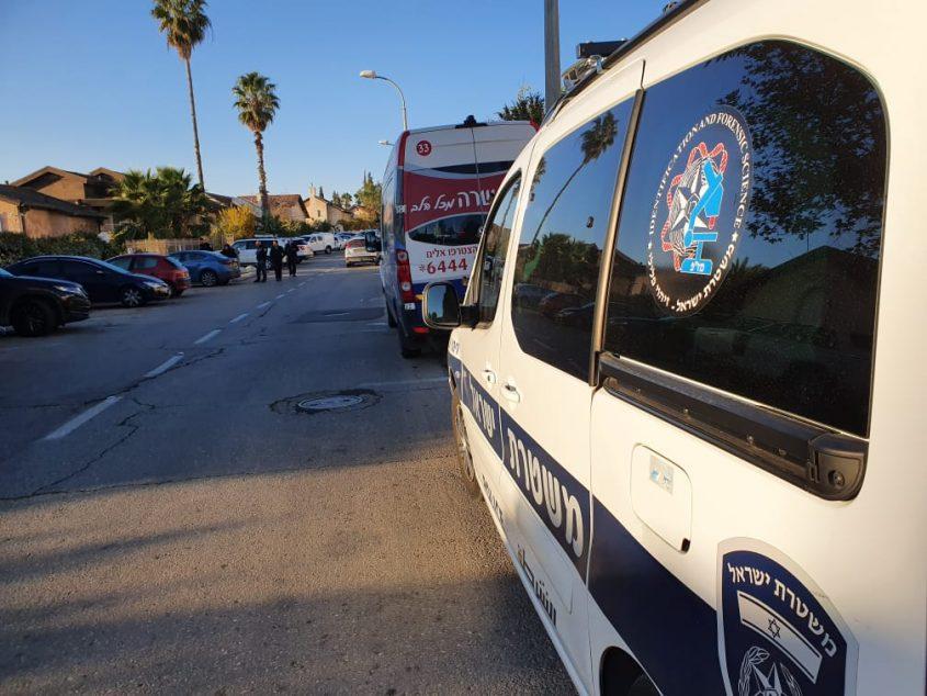 צמיגיהם של כלי רכב נוקבו ברמות (צילום: דוברות המשטרה)
