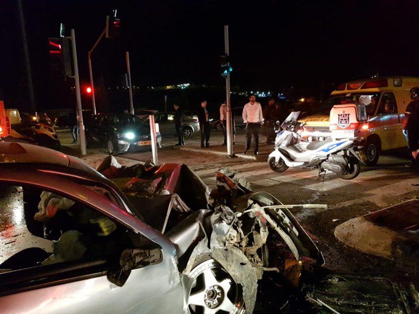 """זירת התאונה בכביש 443 (צילום: זק""""א)"""