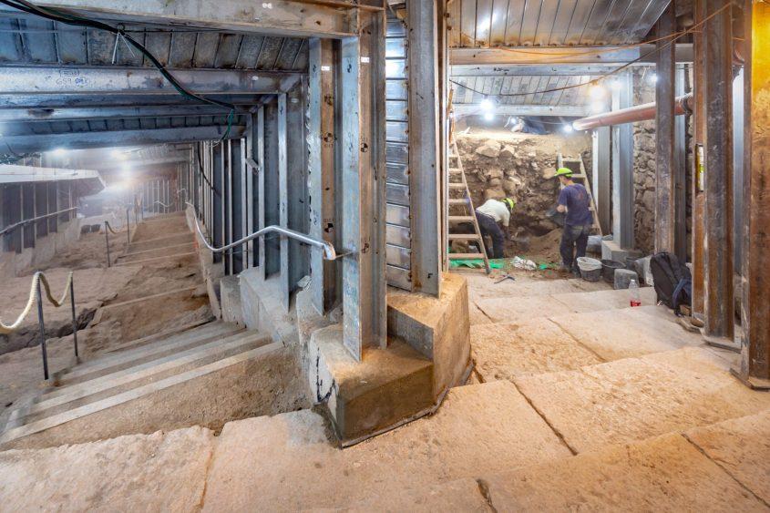 הרחוב המדורג שהתגלה בחפירות בעיר דוד (צילום קובי הראתי)