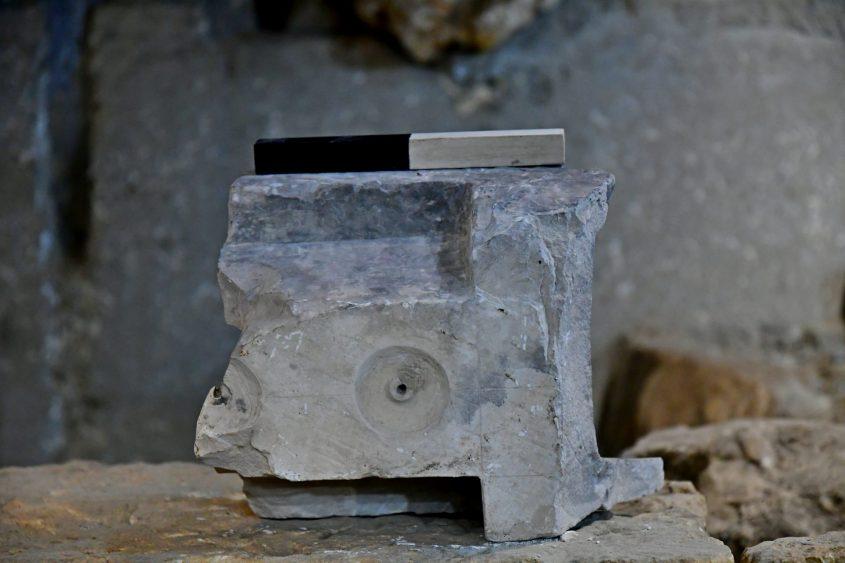 חלקו התחתון של מכשיר מדידת הנפח שהתגלה בחפירות בעיר דוד (צילום: באדיבות רשות העתיקות)