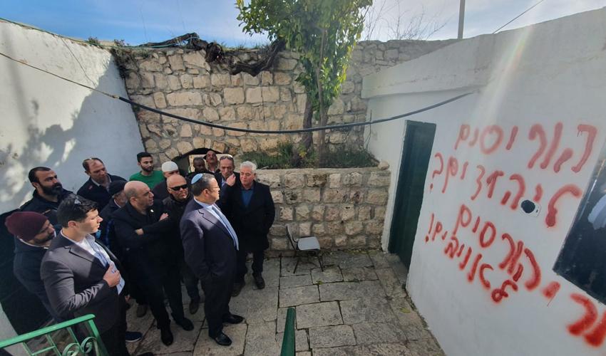 ראש העיר משה ליאון מבקר במסגד בבית צפאפא (צילום: דוברות עיריית ירושלים)