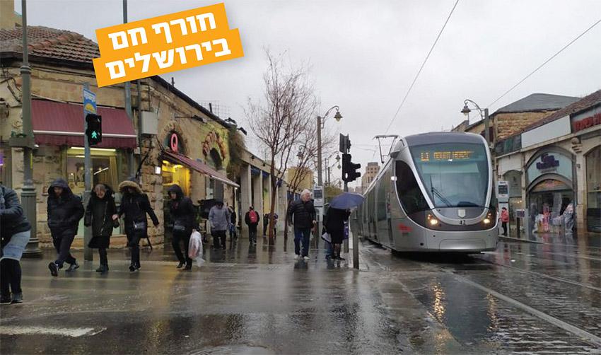 הרכבת הקלה בגשם (צילום: שלומי הלר)